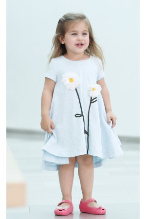 הפרחונית המסתובבת של Cuties בצבע תכלת מלאנז ואפליקצית פרחים.