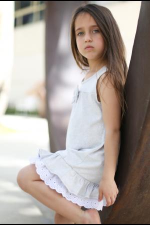שמלת ילדות מקושטת בתחרה